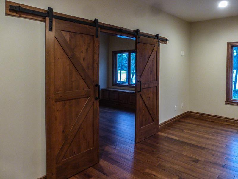 Dual barn doors